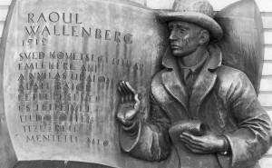 Мемориальная доска в память Рауля Валленберга (Линчёпинг, Швеция)