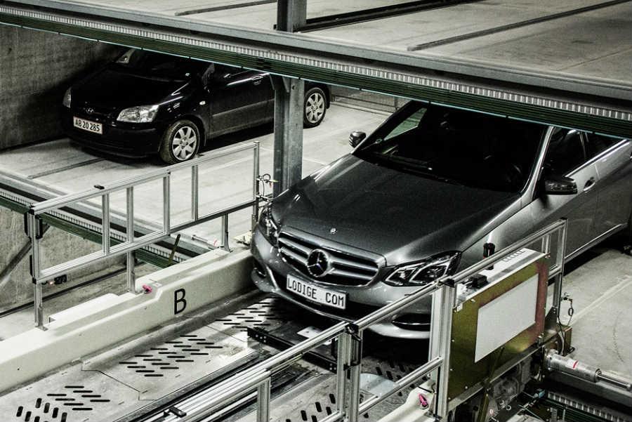 Внутри самого большого в Европе автоматизированного подземного паркинга