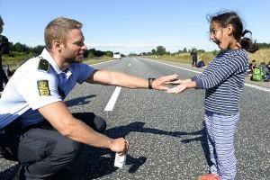 Датский офицер и сирийская девочка