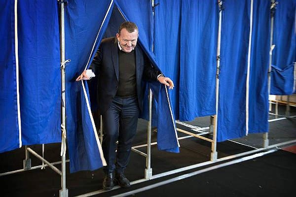 Премьер-министр Дании Ларс Лёкке Расмуссен на референдуме по Европолу
