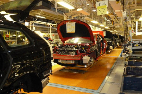 Производство автомобилей SAAB на заводе в Трольхеттане