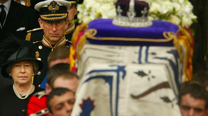 Похороны королевы-матери (2002 г.)