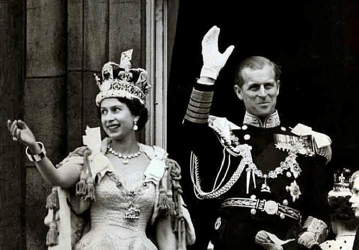 Королева Елизавета II и ее супруг герцог Эдинбургский после коронации (1952 г.)