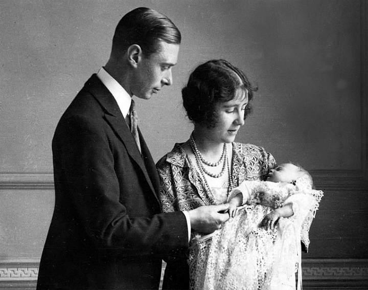 Принцесса Елизавета со своими родителями на крестинах (1926 г.)