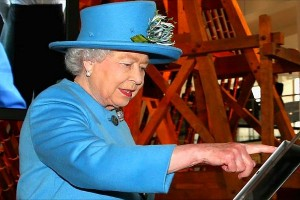 Елизавета II отправляет свой первый твит