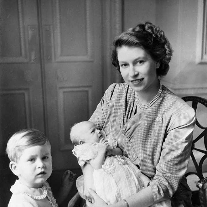 Единственная дочь Елизаветы II, принцесса Анна, родилась в 1950 году