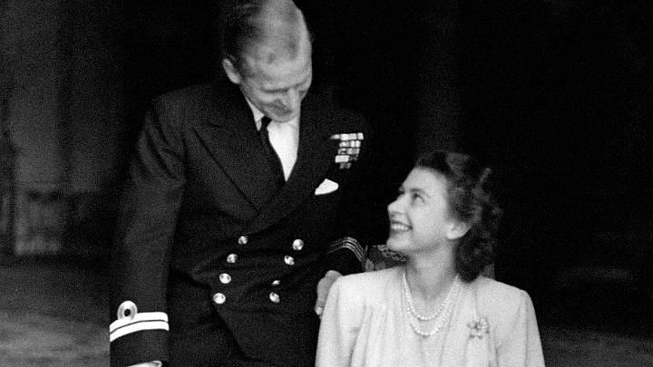 Лейтенант Филипп Маунтбеттен сватается к принцессе Елизавете