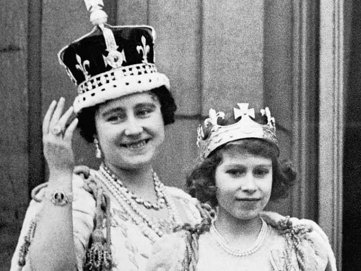 Принцесса Елизавета с матерью на коронации Георга VI