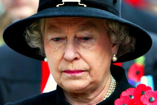 Королева Елизавета II грустит