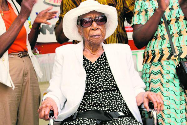 Сюзанна Мушатт Джонс на своем 115-м дне рождения