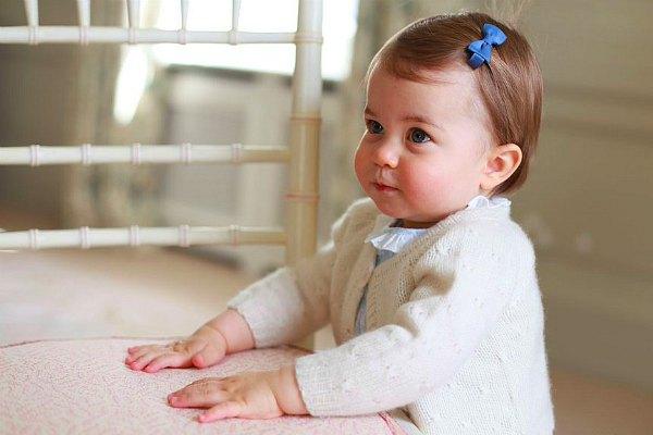 Принцессе Шарлотте Элизабет Диане Кембриджской исполняется один год (фото)