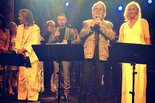Первое появление ABBA на сцене за 30 лет